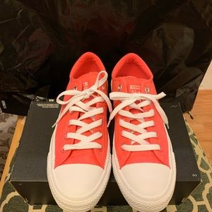 NEW Women's  Converse Size 8 - Strawberry Jam